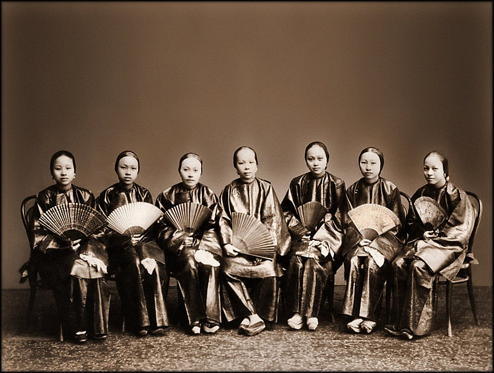 File:Group Of Chinese Women With Fans, Canton, China (c1880) Afong ...