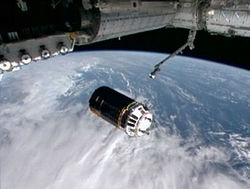 HTV maneuvering to grapple position, NASA TV.jpg