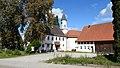 Heretsried - Lauterbrunn - Hauptstr Nr 15 Gh Storchen, Kirche v SW.jpg
