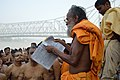 Hindu Priest - Jagannath Ghat - Kolkata 2012-10-15 0626.JPG
