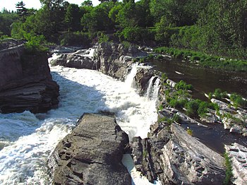 English: Lower portion of Hog's Back Falls, Ri...