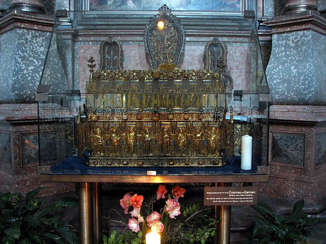 https://upload.wikimedia.org/wikipedia/commons/thumb/d/d0/Holy_Cosmas_and_holy_Damian_shrine_in_St._Michael_in_Munich.jpg/640px-Holy_Cosmas_and_holy_Damian_shrine_in_St._Michael_in_Munich.jpg