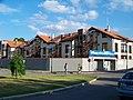 Hostivař, Kozinovo náměstí, nové domy.jpg