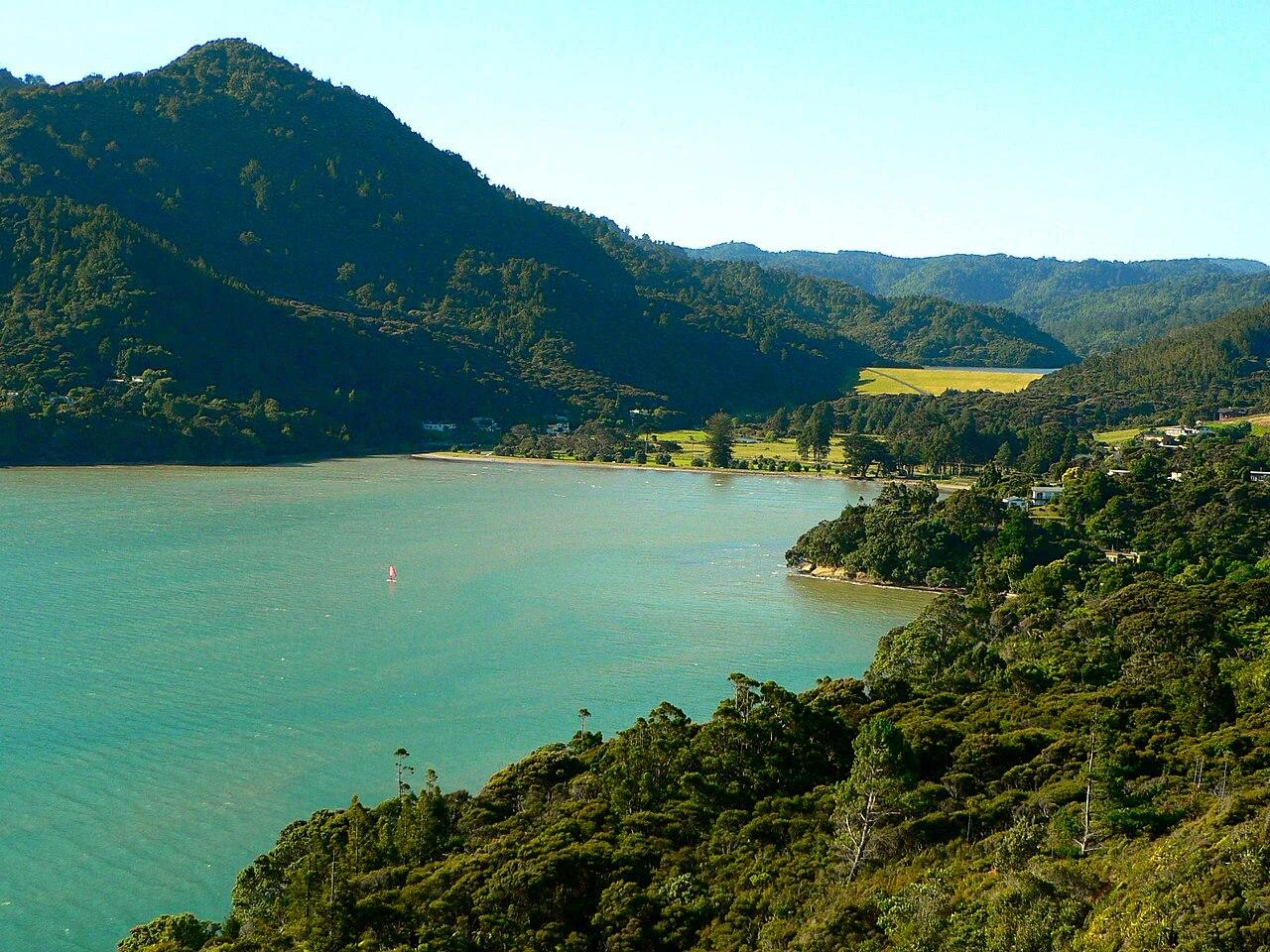 New Zealand Wikipedia: File:Huia, Waitakere City, Auckland, New Zealand.jpg