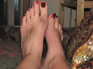 Human Feet - female - bruised