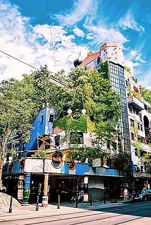 Hundertwasserhaus - Image: Hundertwasser 02