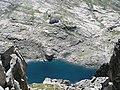 Il rifugio e il lago dalla cima - panoramio.jpg