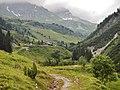 Im Tal der Lechbergstraße mit Blick in Richtung Lech - panoramio.jpg