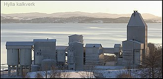 Hylla - View of the Hylla limestone factory