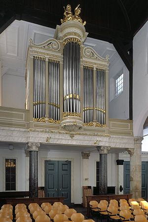 Pilgrim Fathers Church - Interior of the church with the organ in 2000