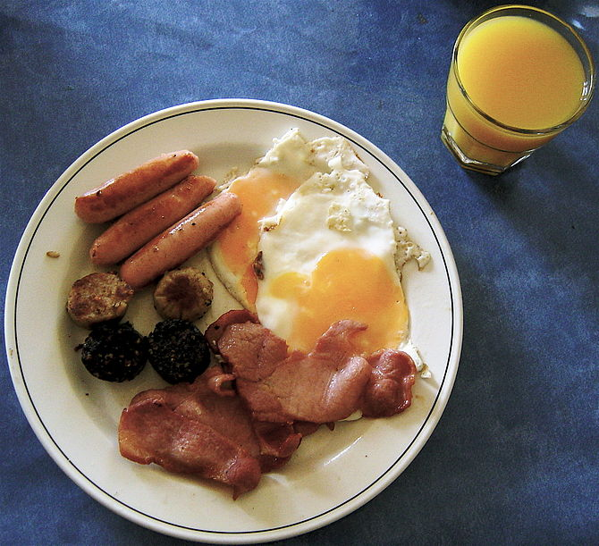 Photo of an Irish breakfast taken by Ludraman ...