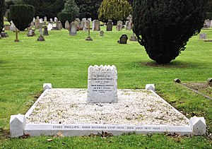 Jack Phillips (wireless officer) - Phillips family grave and Jack Phillips memorial, Nightingale cemetery