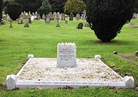 Phillips family grave and Jack Phillips memorial, Nightingale cemetery Jack Phillips' grave, Farncombe, Surrey, United Kingdom.jpg