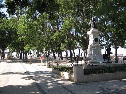 How to get to Miradouro de São Pedro de Alcântara with public transit - About the place