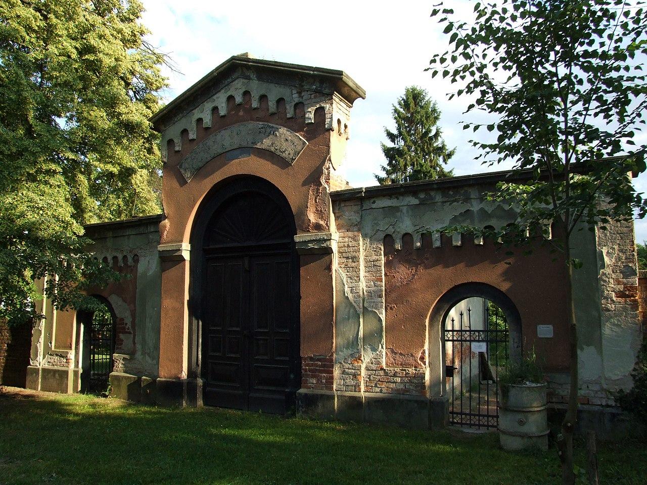 Jewish cemetery - panoramio (4).jpg