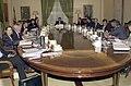 José María Aznar preside el Consejo de Ministros.jpg
