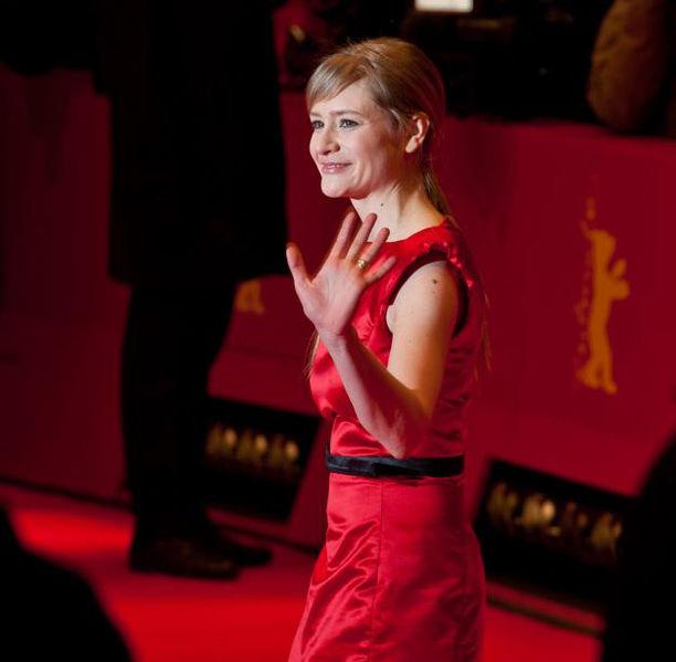 File:Julia Jentsch (Berlinale 2012) 2.jpg