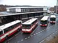 Kačerov, budova vstupu do metra a obratiště autobusů, z lávky.jpg