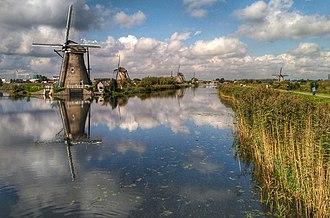 Kinderdijk - Kinderdijk windmills mirrored at the channel