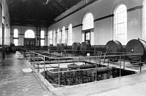 King George V Reservoir - The interior of the pumping station, seen in 1985