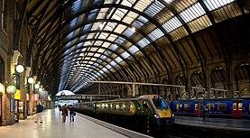 Kings Cross Station Platforms, London - Sept 2007.jpg