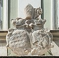 Klagenfurt Pernhartgasse 6 Gurker Domkapitelhaus S-Portal Wappen 06072016 3774.jpg