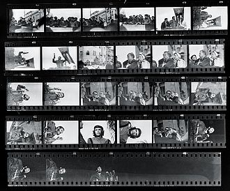 Guerrillero Heroico - Korda's film contact sheet. Guerrillero Heroico appears on the fourth row down, third picture over (shot horizontally).