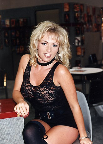 Kylie Ireland - Ireland as a blonde, Taken at the VSDA convention in Vegas 1994