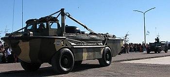Vehículo anfibio LARC-5 Humvee de la Infantería de Marina de Argentina. Conocido localmente como VAR.