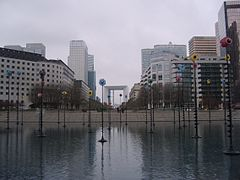 La Défense Esplanade Le Bassin.jpg
