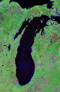 Image satellite du lac Michigan avec la baie de Green Bay à l'ouest.