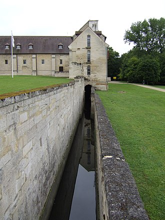 Maubuisson Abbey - Latrine outhouse and drainage channel