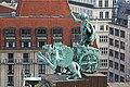 Le char d'Apollon sur le toit du Konzerthaus (Berlin) (36931775782).jpg