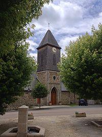Le clocher de l'église de Saint-Bonnet-Briance.jpg