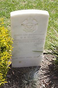 Leading Aircraftman H N Slapp gravestone in the Wagga Wagga War Cemetery.jpg