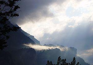 (en) Stratus cloud, lightened by the sun shini...