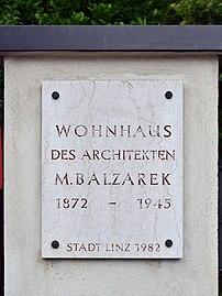 Linz-Waldegg - Gedenktafel beim Wohnhaus von Mauriz Balzarek.jpg