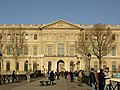 Louvre, vu de la Seine.jpg