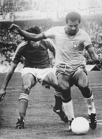Sociedade Esportiva Palmeiras - Luís Pereira (right) at the 1974 FIFA World Cup
