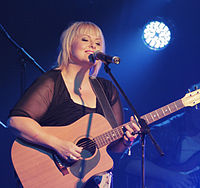 La artista alternativa / country Lyn Bowtell en vivo en el Festival de Música Country de Tamworth 2014