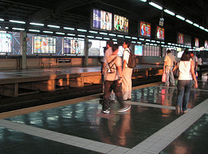 MRT-3 Araneta Center-Cubao Station Platform 3.jpg