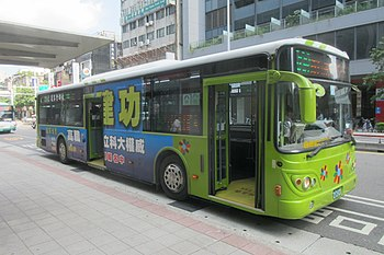 MTC 213-U3 on Nanjing West Road 20190814.jpg