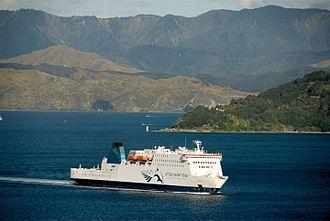 MV Kaitaki - Image: MV Kaitaki, Wellington Harbour