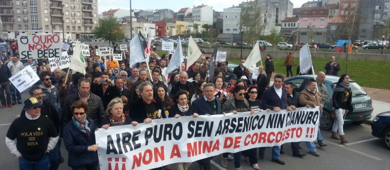 Mani contra mina Corcoesto Carballo Praza Publica