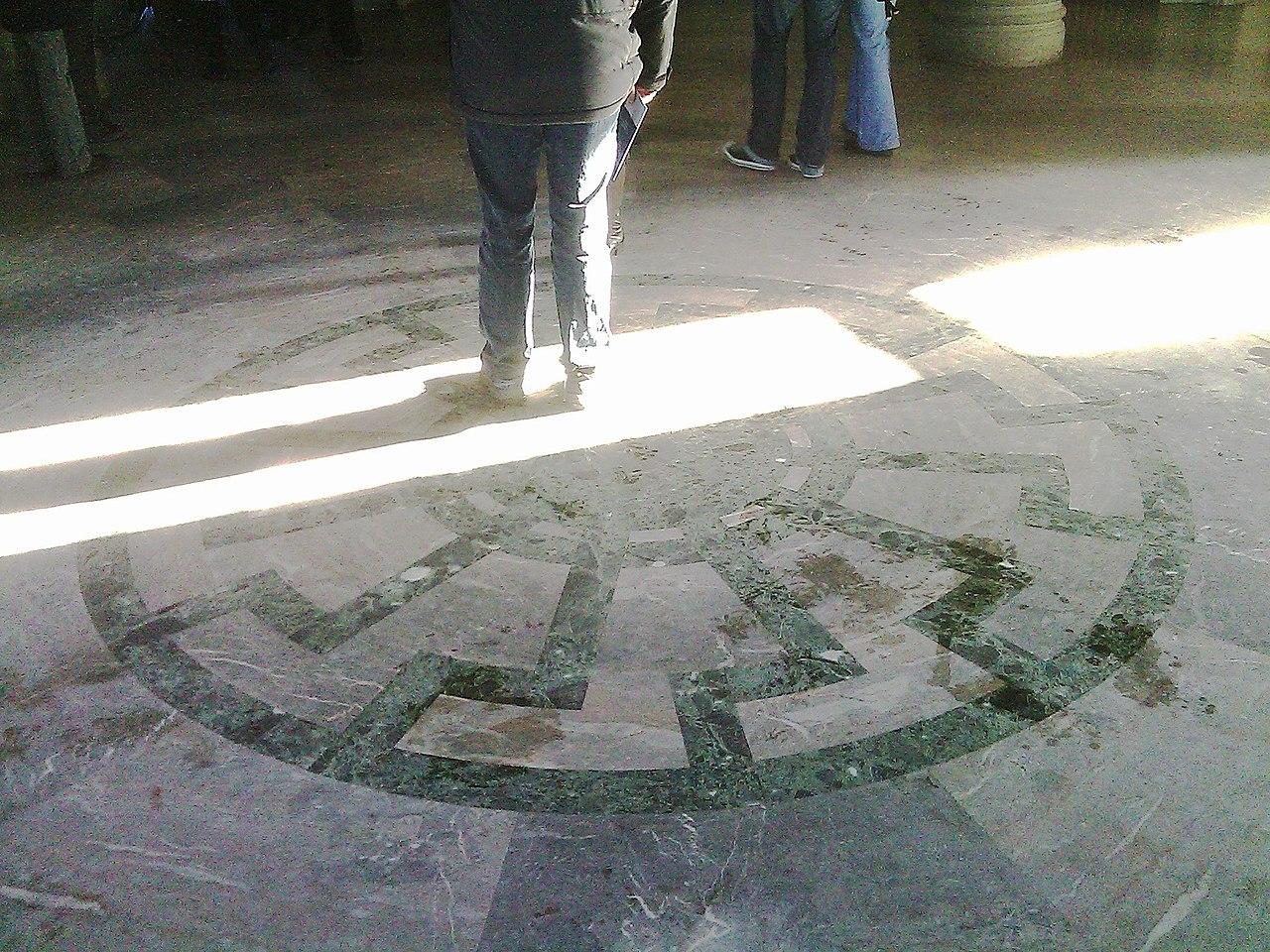 Mann im Kreis.jpg