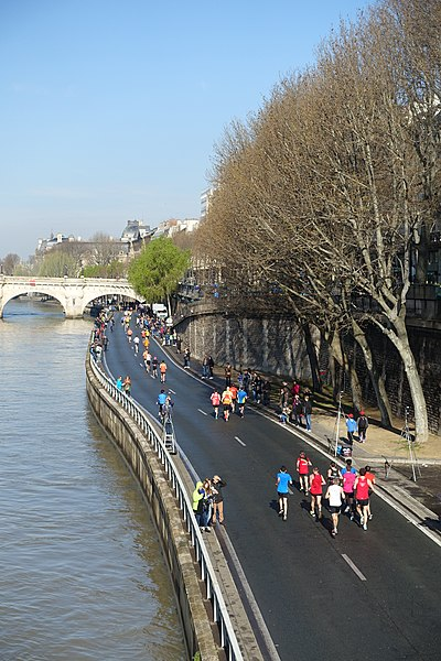 File:Marathon @ Paris (25935385350).jpg