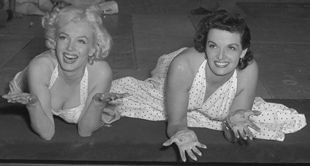 Marilyn Monroe and Jane Russell at Chinese Theater 4