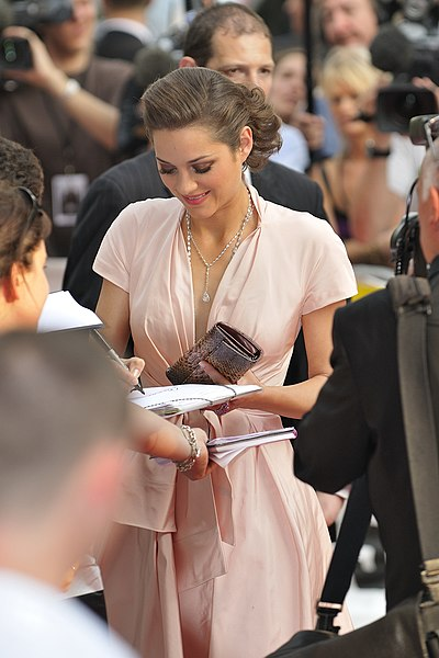File:Marion Cotillard (July 2009) 4.jpg