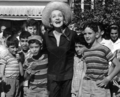 Marlene Dietrich in Ben-Shemen on 26 June 1960 during a concert tour of Israel 2.png
