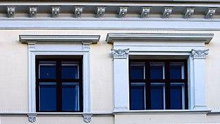 Mauritz Hansensgate 6 windows.jpg